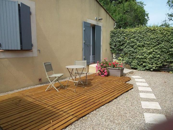 T2 en Provence, jardin privatif ,accès piscine