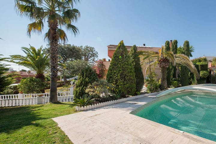 R63. Great house with grand garden and pool - Calafell - Huis