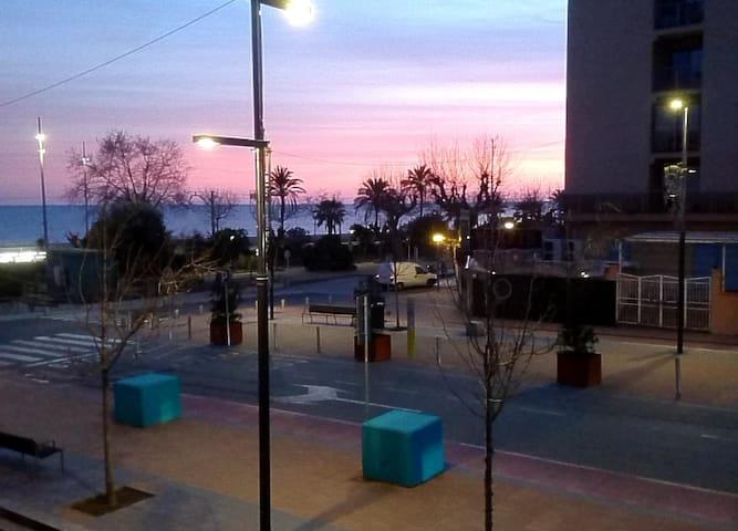 Calella boulevardwoning terras 35m2 balkonzeezicht