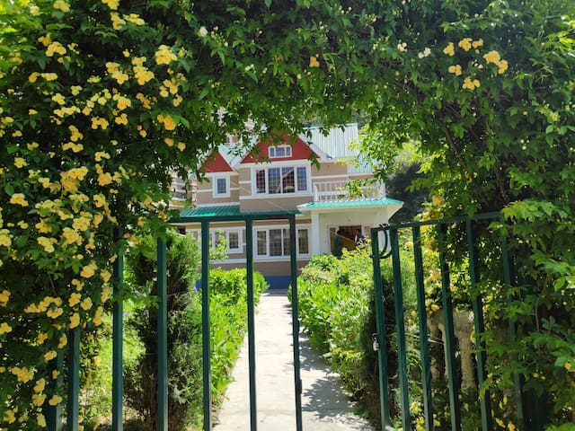 3 Bedroom Private Cottage | Lawn | Tranquil