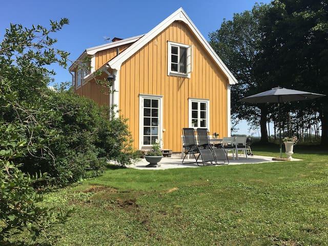Gästhus på lantgård mellan Vadstena och Omberg