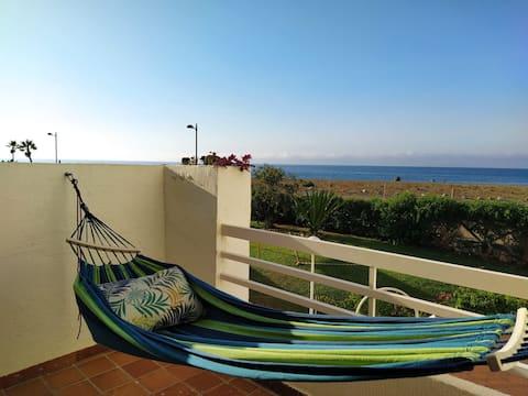 Apartamento con terraza en primera línea de playa