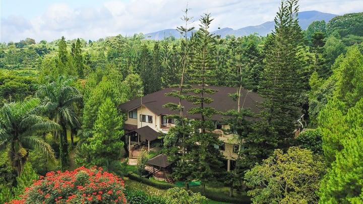 Spacious Villa on the Hills