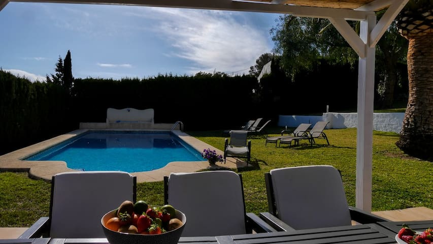Private, comfortable and charming villa with pool - Jávea - House
