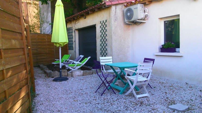 Maisonnette au coeur de la provence