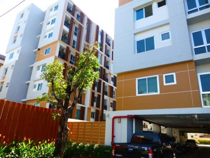 Apartment in City 1 bedroom, pool, Monty Discount