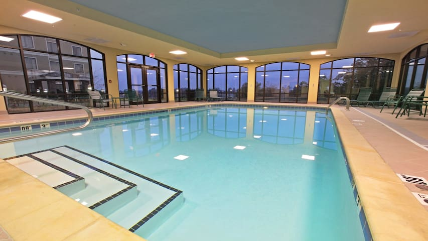 Pool. Free Breakfast. Gym. Close to National Park Medical Center.