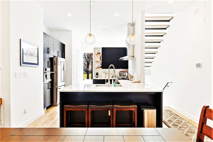 Luxe Downtown Getaway in the Heart of Raleigh!