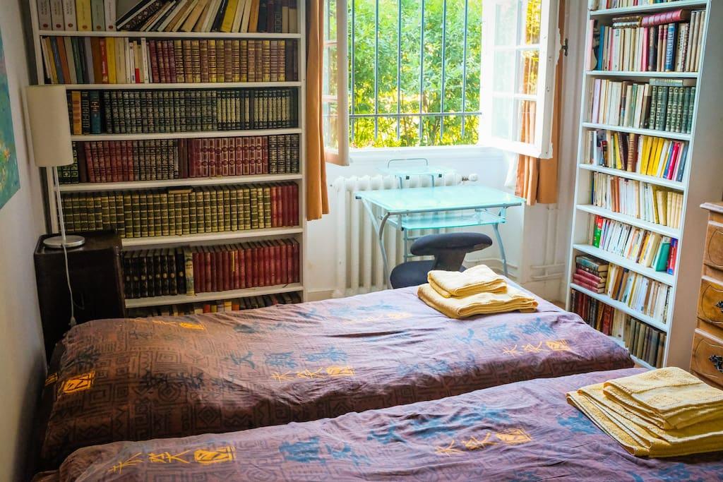 chambres à 2 lits jumeaux sur jardin