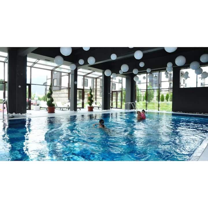 Beautiful 1 Bdrm Apt. golf, pool, spa, ski resort