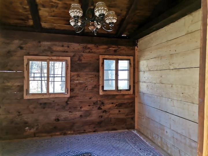 Holzhütte, Camping-Sachen erforderlich