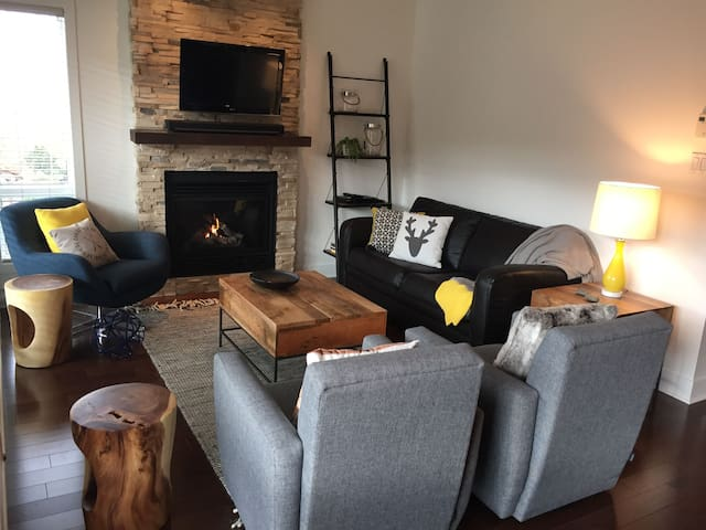 Cosy & luxurious Ski-In & Ski-Out condo /Waterpark - Bromont - Apto. en complejo residencial