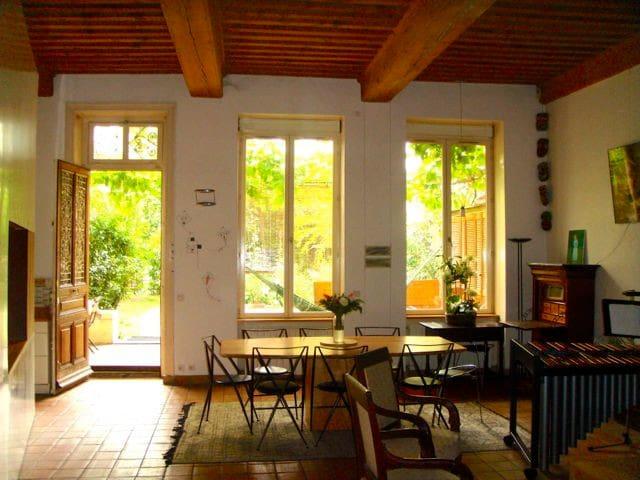 Chambre authentique Croix-Rousse avec accès jardin