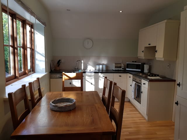 Relaxing Coachhouse in Sussex village sleeps  6