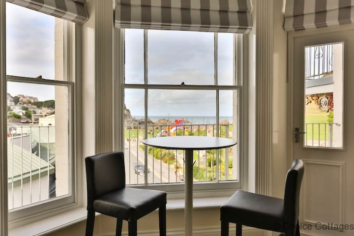 ILFRACOMBE SEA ROCK 4 | 1 Bedroom in a beautiful period building