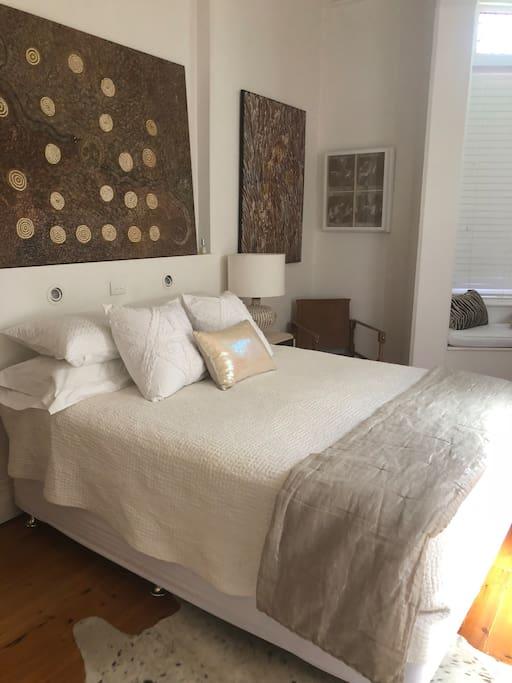 Main Bedroom, Qu Bed