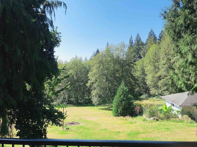Private 2500sq ft house on acres close to parks