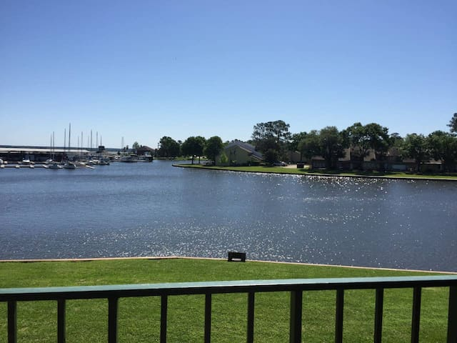Shimmering Waters Lakefront Condo, Lake Conroe TX