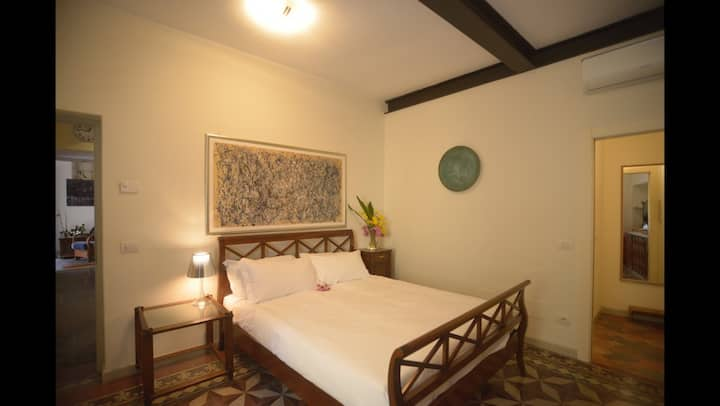 Elegant room on quiet contrada near beach