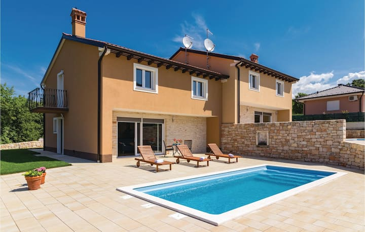 Stunning home in Putini with Outdoor swimming pool, WiFi and Outdoor swimming pool