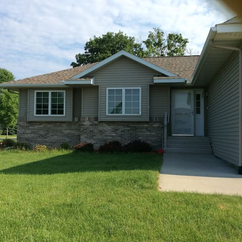 Clean, Quiet &  Entire House - Mankato - Casa