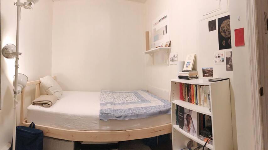 Cozy room in Soho