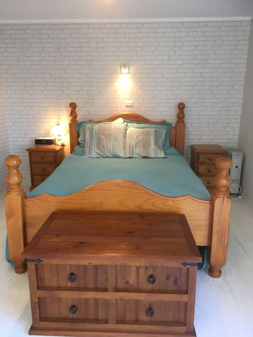 Queen size bed with pull out single