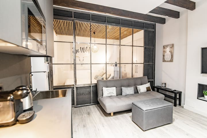 Cozy and modern apartment for 4 in Madrid