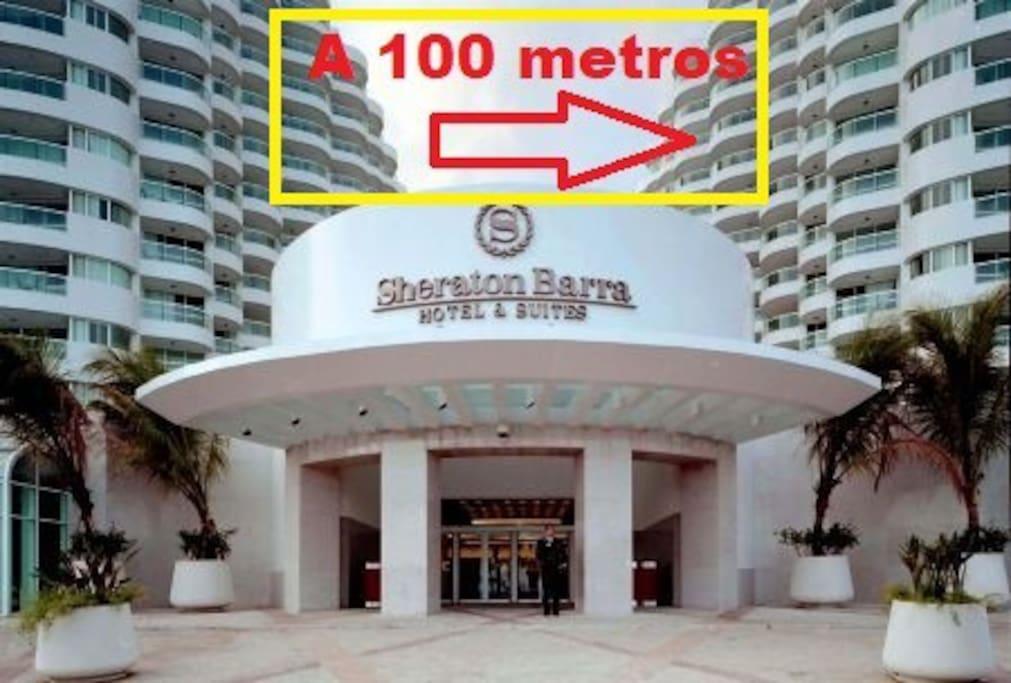 A 100 metros do Sheraton Barra Hotel.