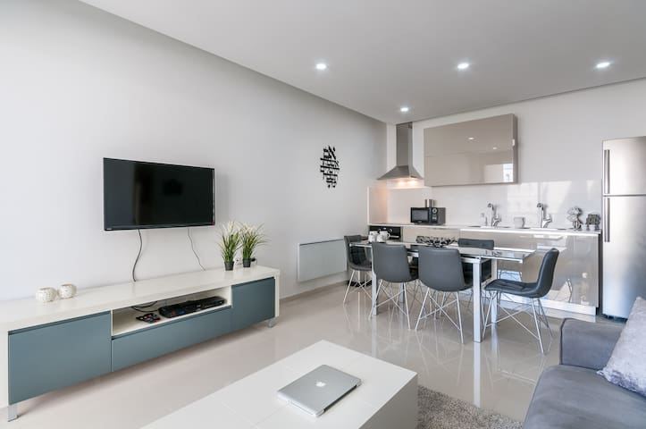 New 2 Bedroom with Terrace - Parking - Center