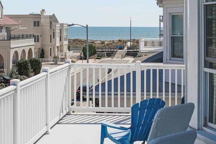 ★Large Beach Home★Ocean Views from Balcony★Parking