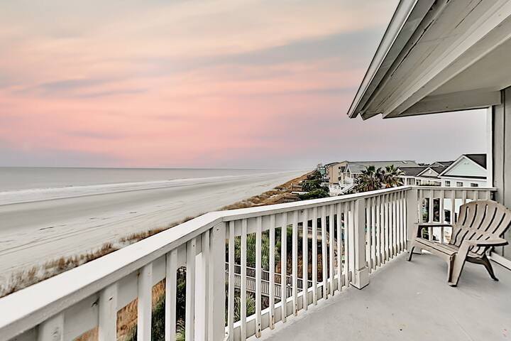 Beachfront Getaway | Epic Views | Walk to Dining