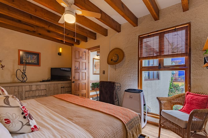 "Suite ""Frida Kahlo"" con cama King y baño privado"