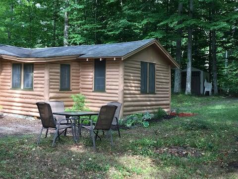 -Grandpa's Little Cabin! - Across from Glen Lake!!