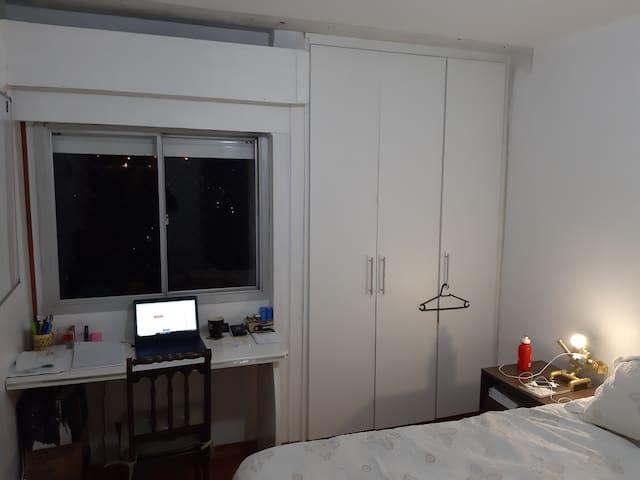 Suite em apto em bairro nobre e de ótimo padrão.