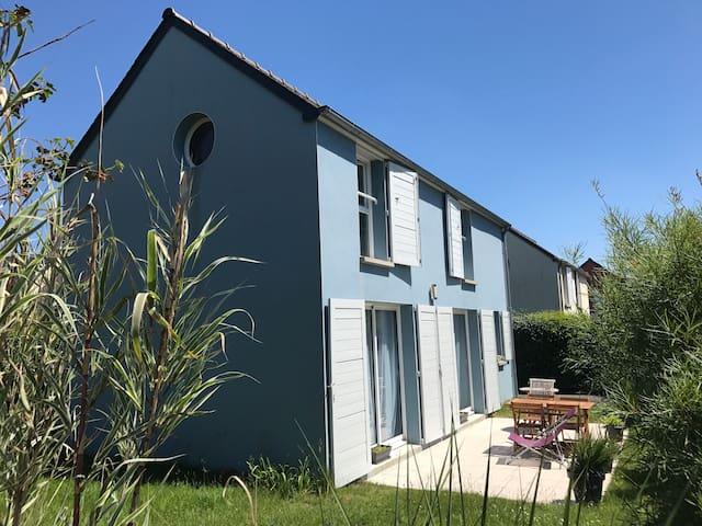 Maison/terrasse/petit jardin