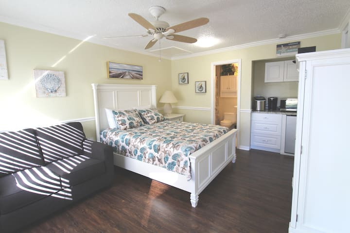 #2 INDIAN SHORES STUDIO WITH BEACH ACCESS GETAWAY!
