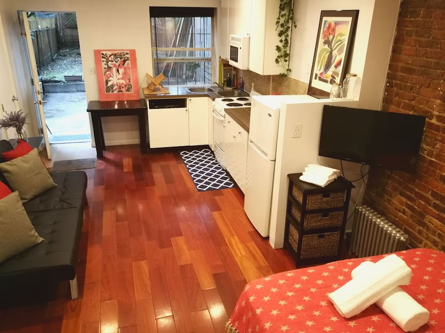 Studio. Queen bed. Futon bed. Fully equipped kitchen.