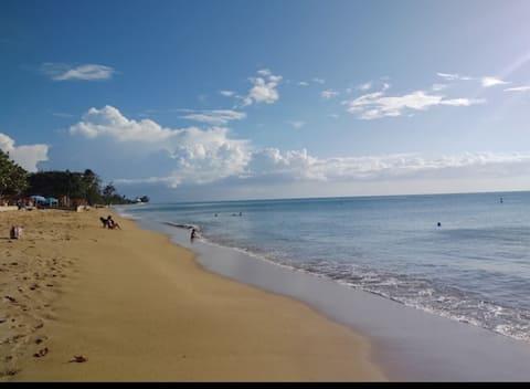Casa a pasos de la playa y del pueblo, en Rincón