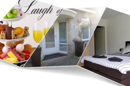 Lelystad, Private room in DownTown B&B breakfast