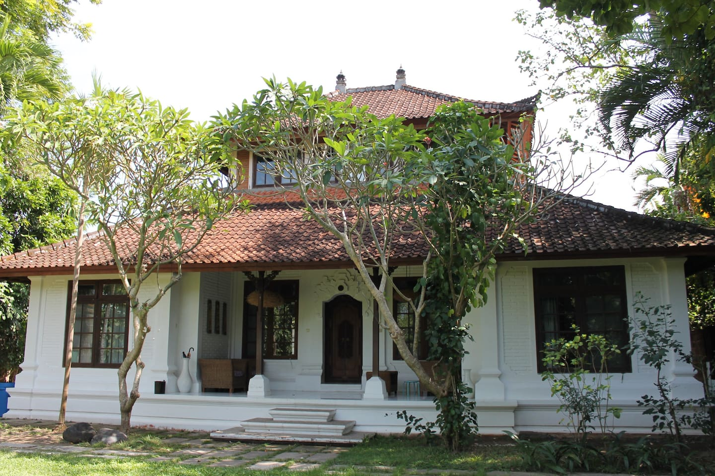 Balinese colonial style house with spacious ensuite rooms and big garden