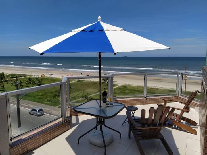Cobertura  frente mar com piscina e uma bela vista