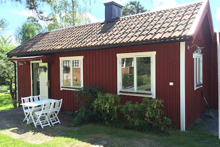 Cozy guesthouse by the sea - Saltsjöbaden