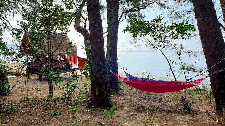 Tent on Crusoe koh ta kiev wild island