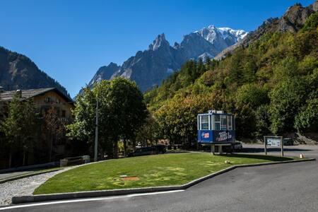 accogliente monolocale alle porte della Val Ferret