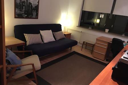 Lyst rummeligt værelse på 1.sal med masser af lys - Farum - Rumah