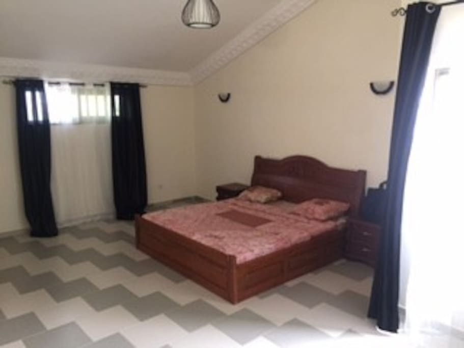 la chambre parentale avec lit king size