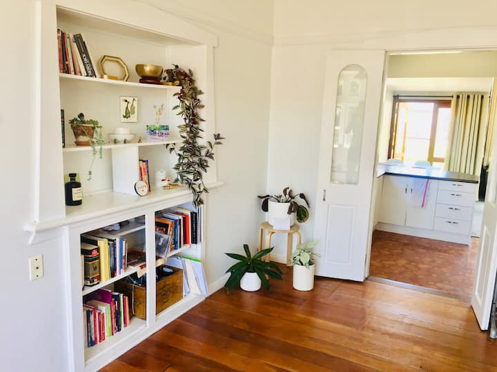 Peaceful stay in a sunny Lyall Bay home
