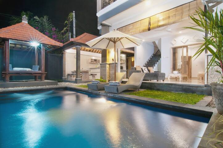 BEST OFFER 3 BEDR Private Villa/pool/TOP Location