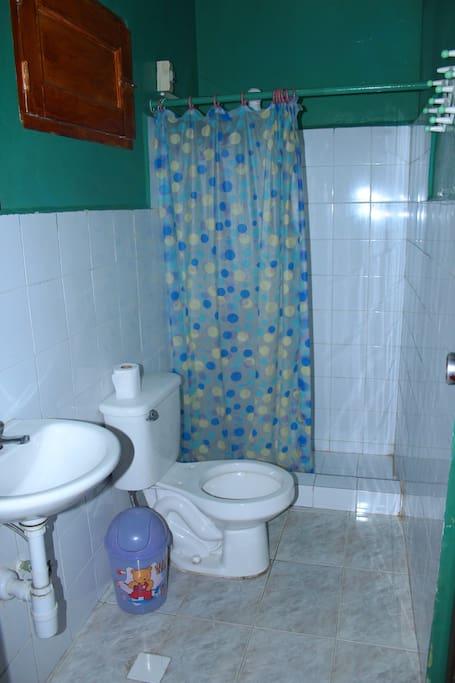 baño habitacion familiar